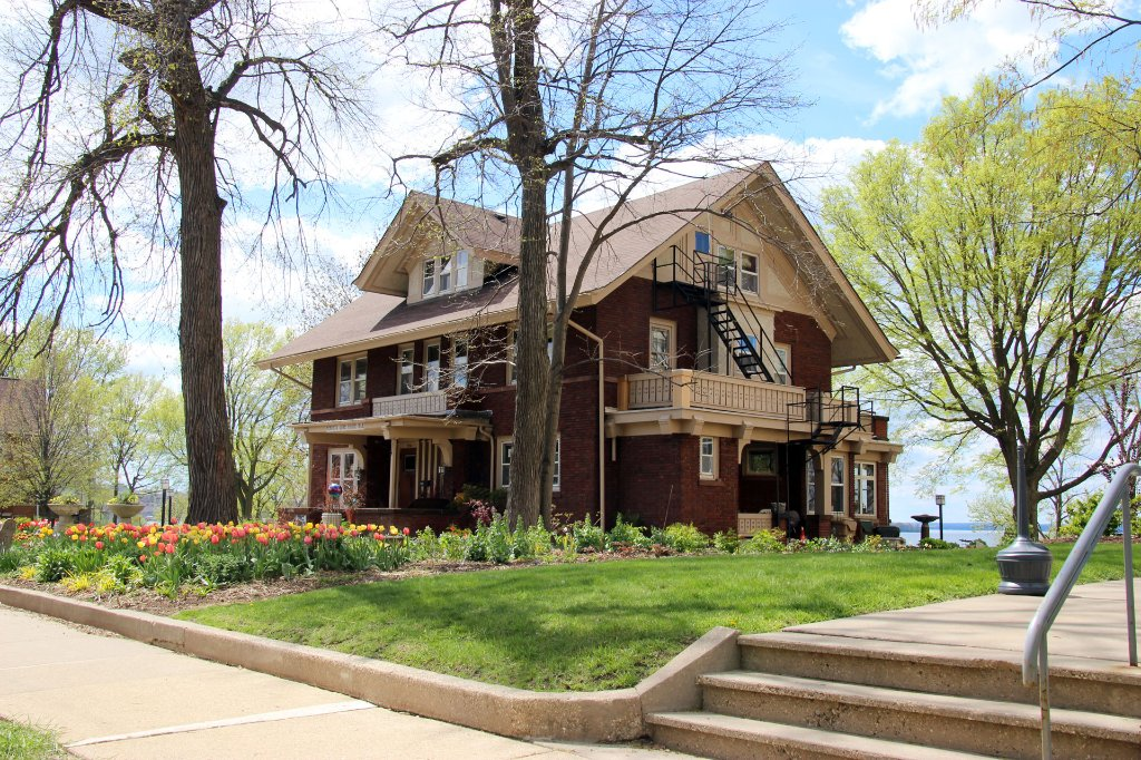 Mendota Lake House B&B