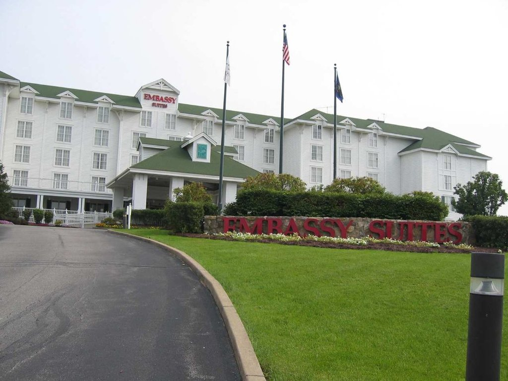 Embassy Suites by Hilton Pittsburgh - International Airport