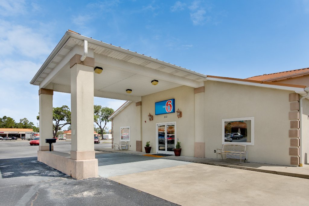 Motel 6 Hinesville
