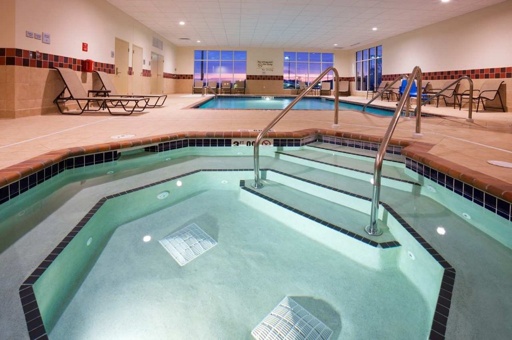 Hampton Inn & Suites Minot / Airport