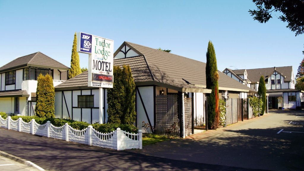 Tudor Lodge Motel