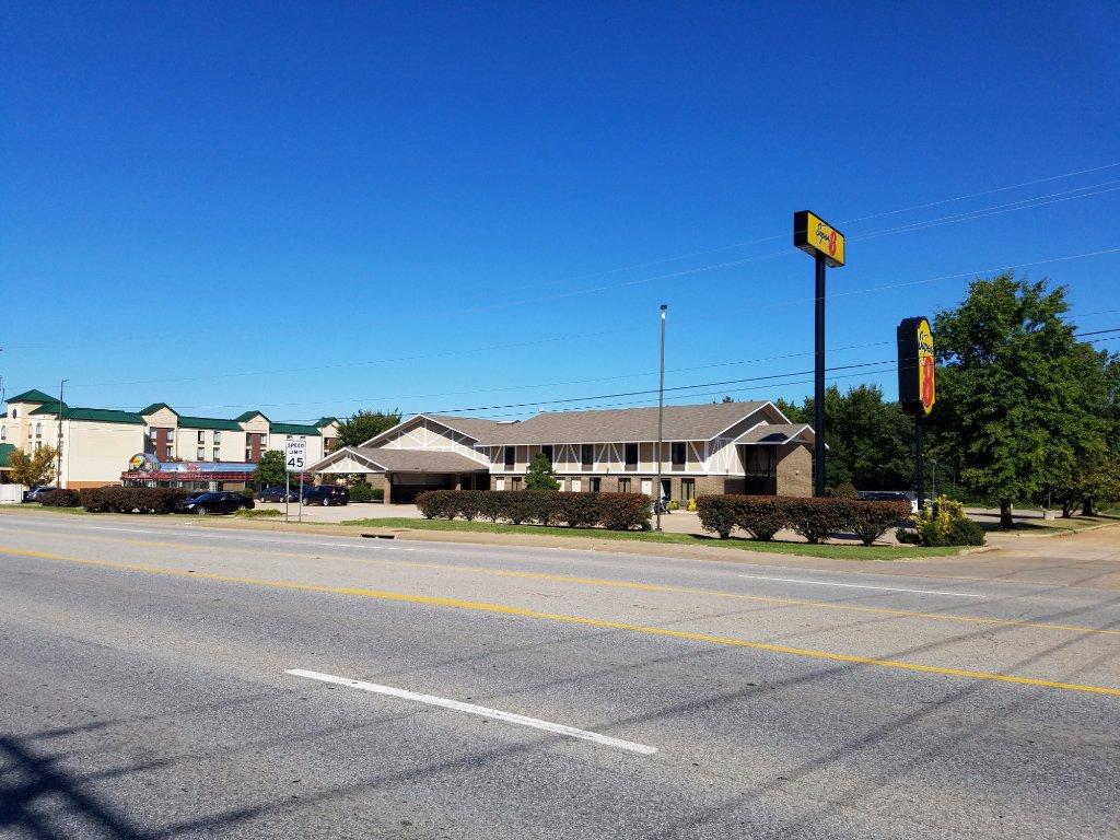 Super 8 Bentonville
