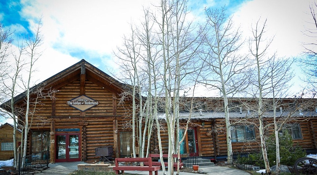 The Boulder Creek Lodge