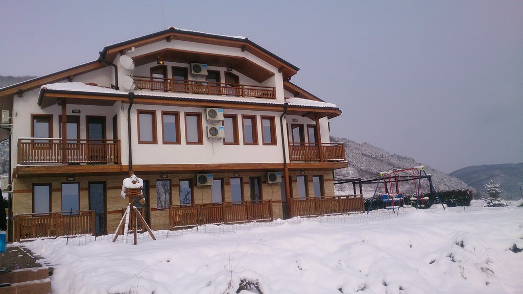 Raya Guest House