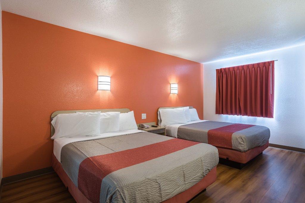Motel 6 Dale IN
