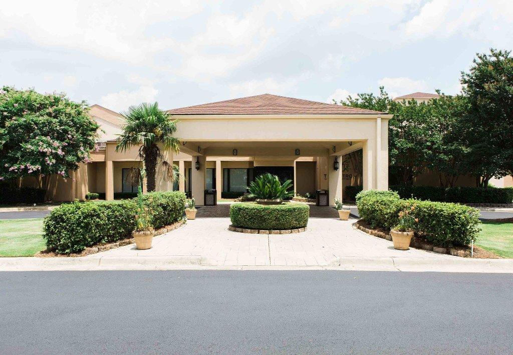 Courtyard Montgomery
