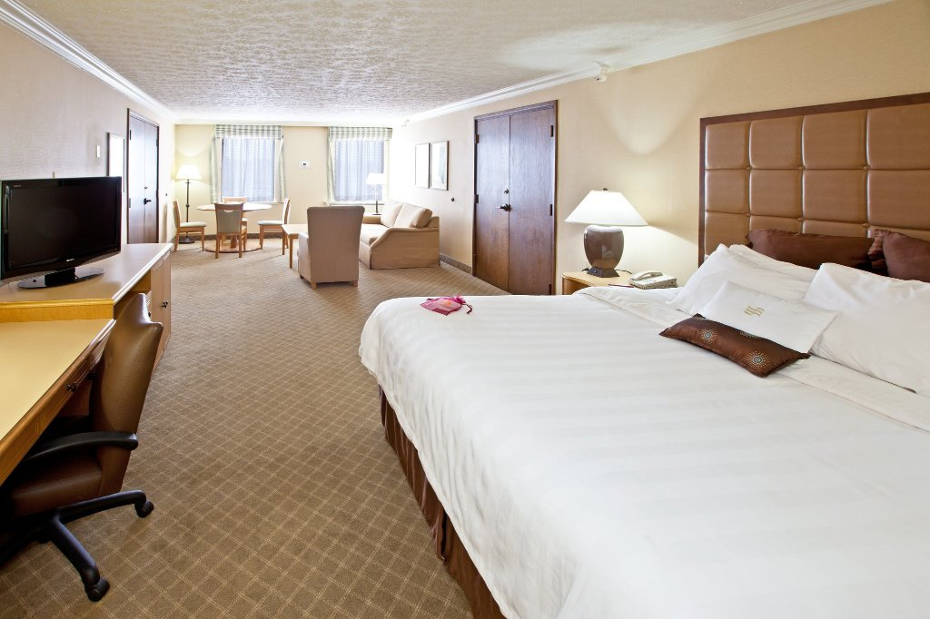 Crowne Plaza Hotel Louisville-Airport KY Expo Center