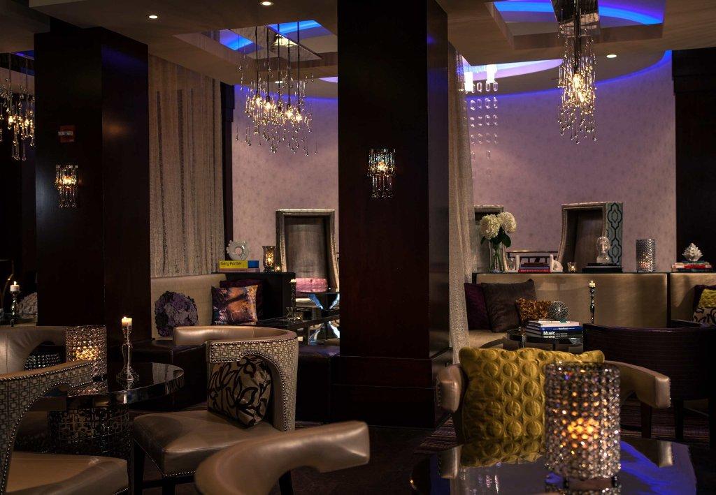 Renaissance Chicago North Shore Hotel