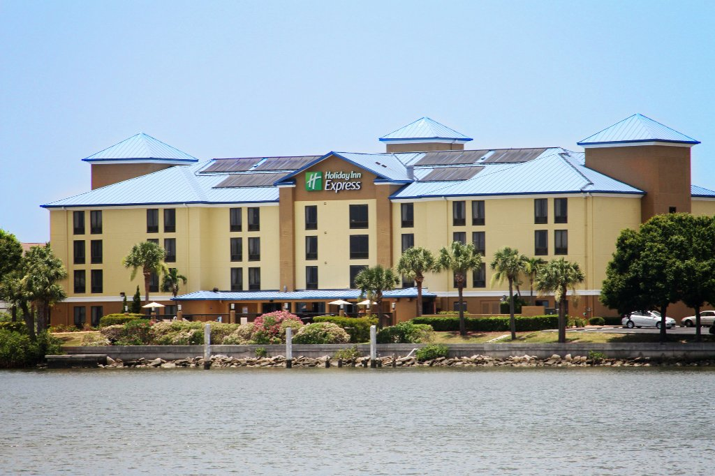 Holiday Inn Express Tampa - Rocky Point Island