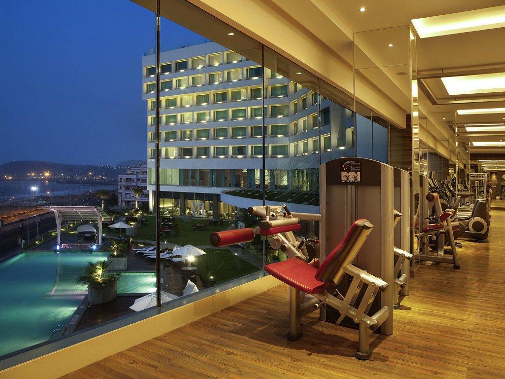 諾富特維沙卡帕南巴郎海灘飯店
