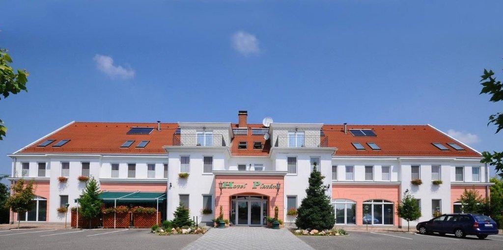 普拉坦酒店