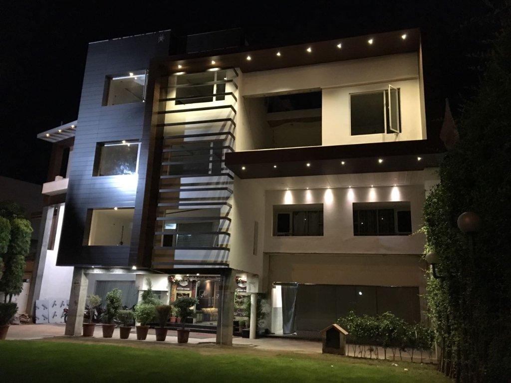 Hotel Amar Palace