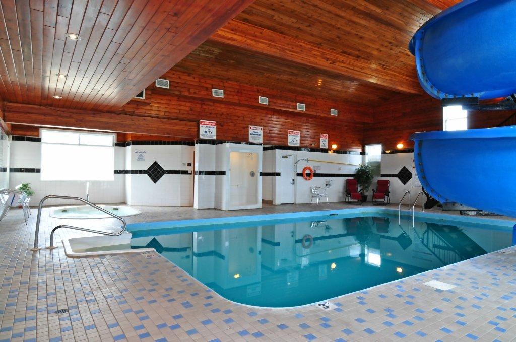 Travelodge Golden Sportsman Lodge