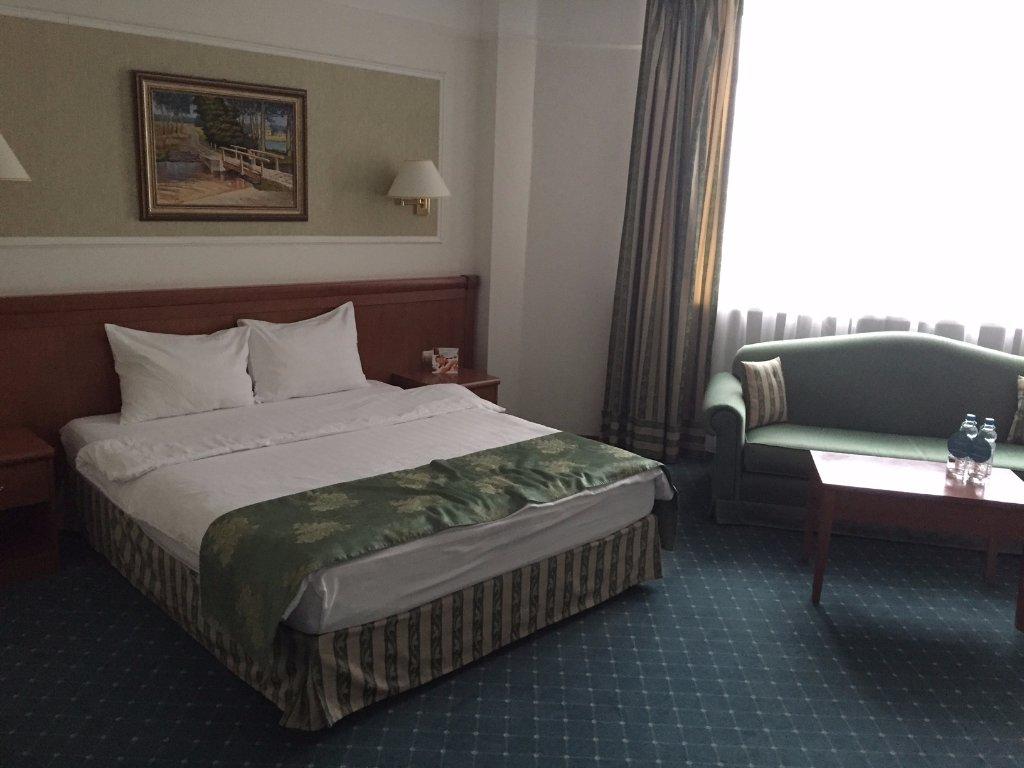 巴羅蒂諾酒店