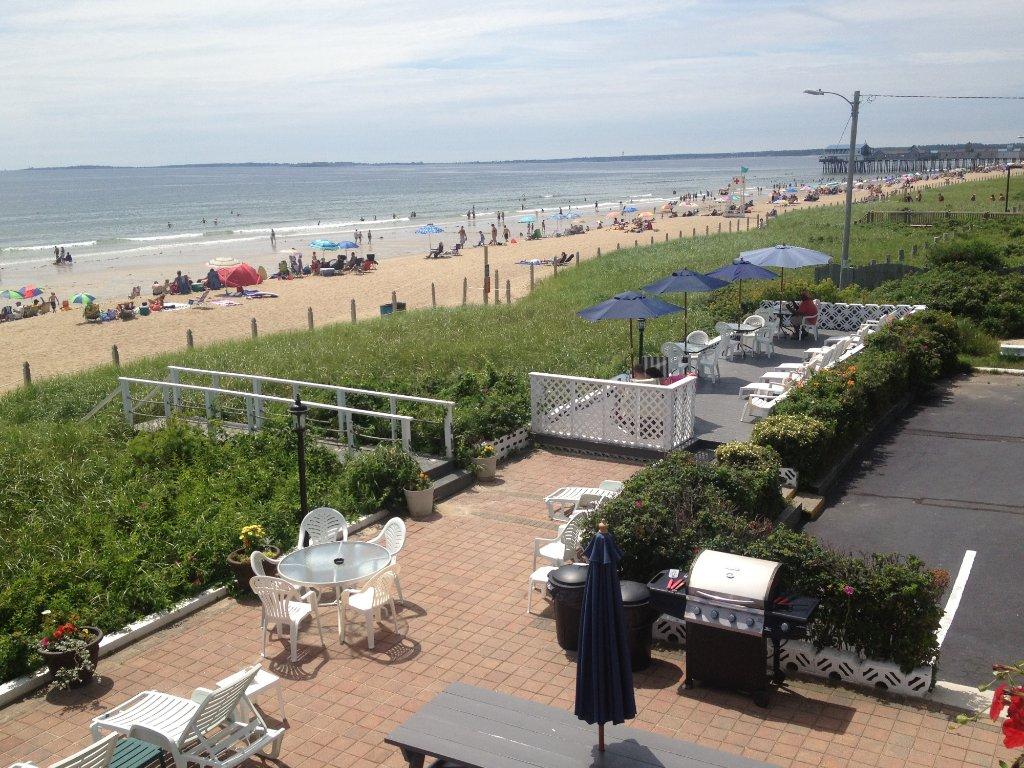 Sandpiper Beachfront Motel