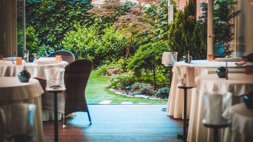 The restaurant (264090615)