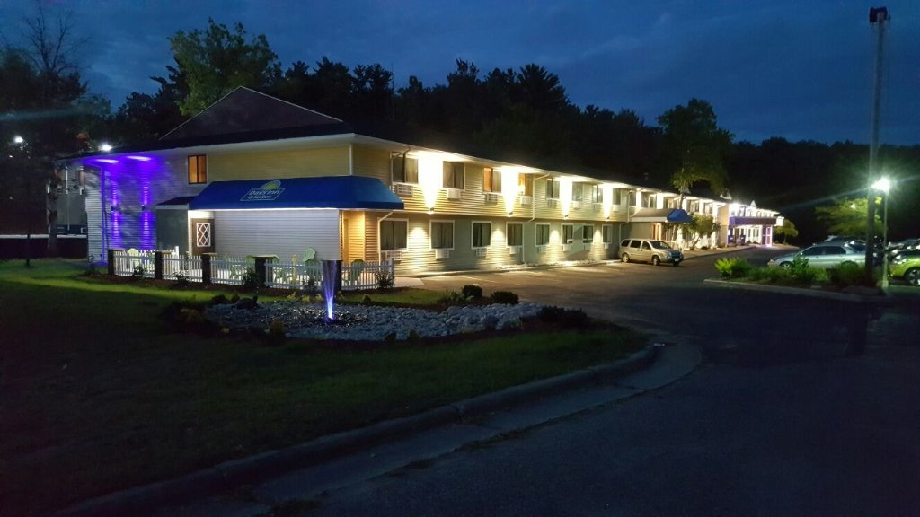 Days Inn & Suites Stevens Point