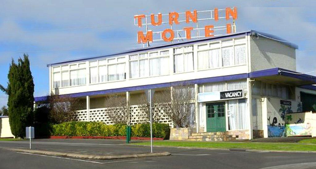 Turn In Motel