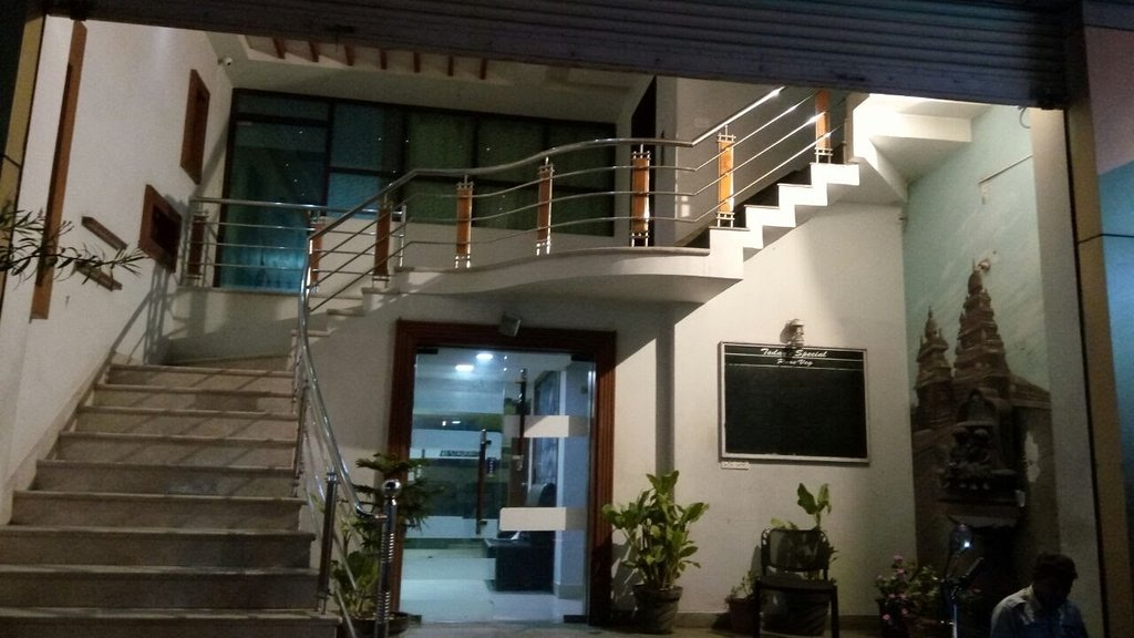Chola Inn