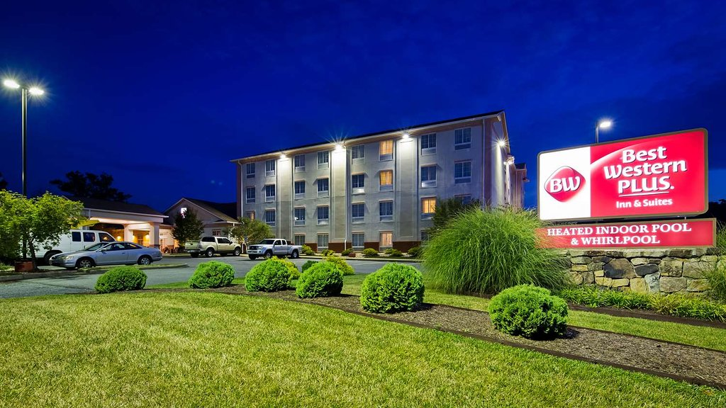 Best Western Plus Crossroads Inn & Suites
