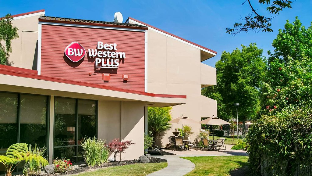 Best Western Plus Garden Court Inn