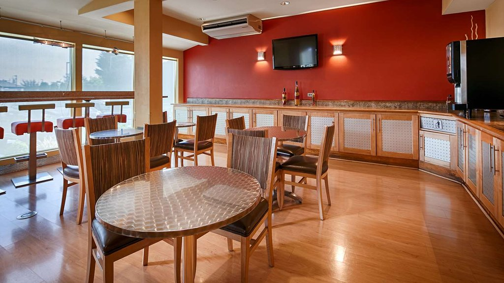 Best Western Plus Navigator Inn & Suites