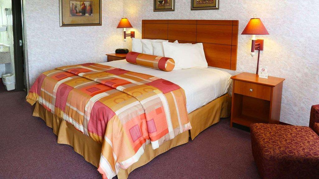 Magnuson Hotel Howell/Brighton