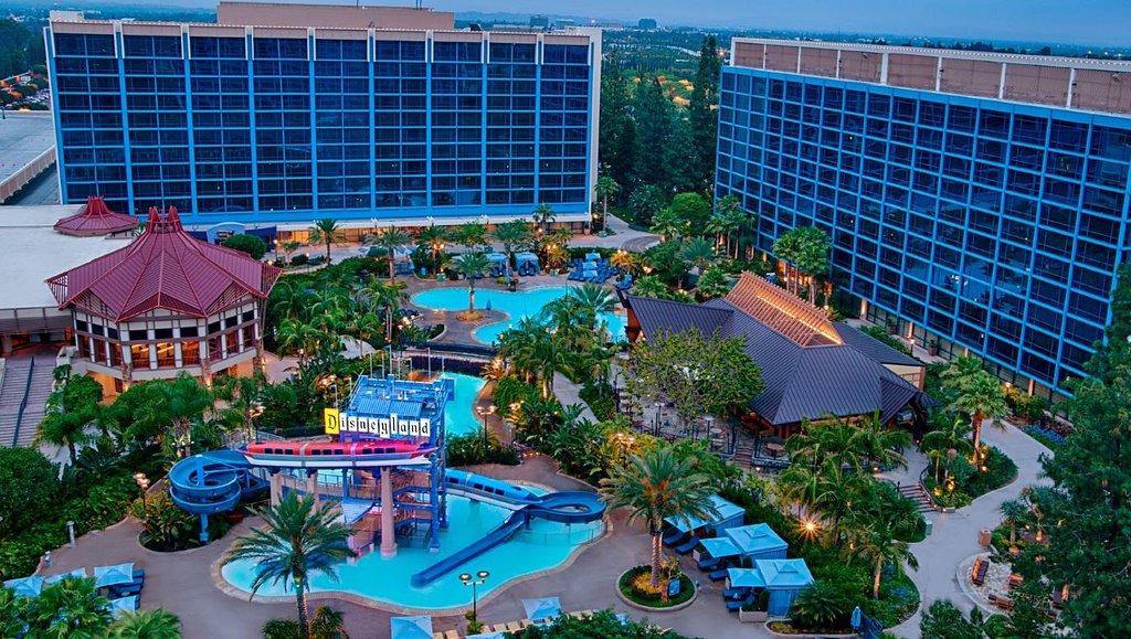 ディズニーランド ホテル - オン ディズニーランド リゾート プロパティ