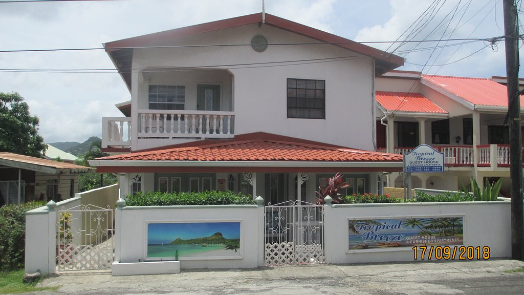 Tropical Breeze Guest House & Furnished Apts