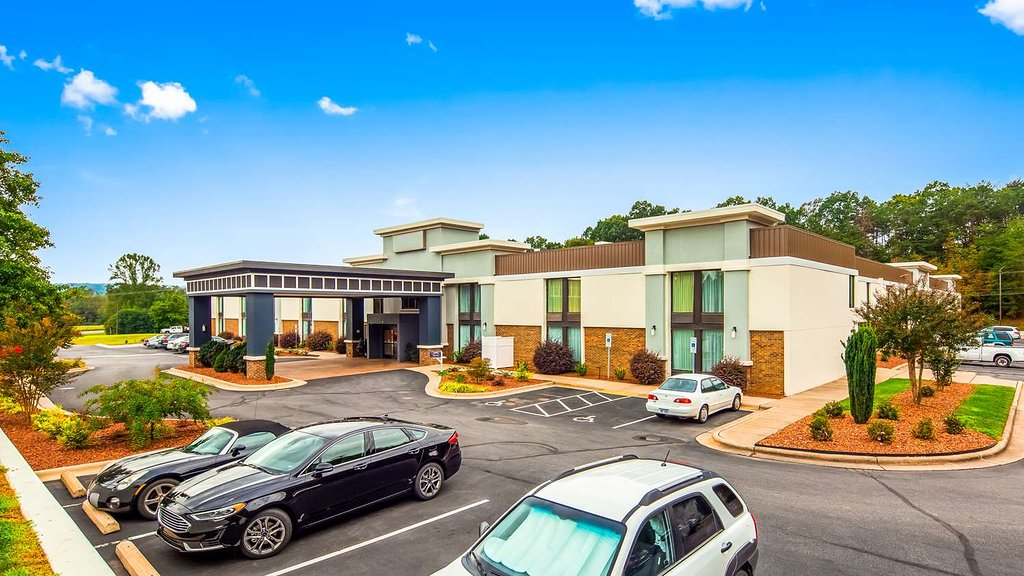 Best Western Plus Yadkin Valley Inn & Suites