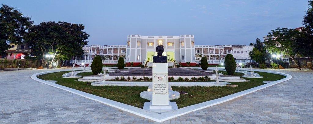 Dowlat Villas Palace