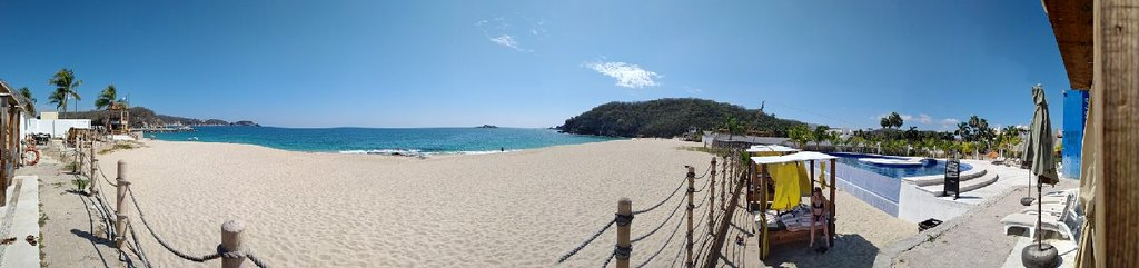 ths is a panoramic view of the Beach club Latitude 15'