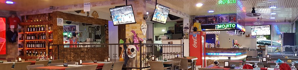 There are karaoke for all sirens to fulfill their dreams. Also flat screen tv´s for dudes and gals who are in for some sweet sport entertainment.