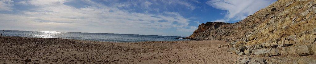 Spiaggia e paesino molto carini