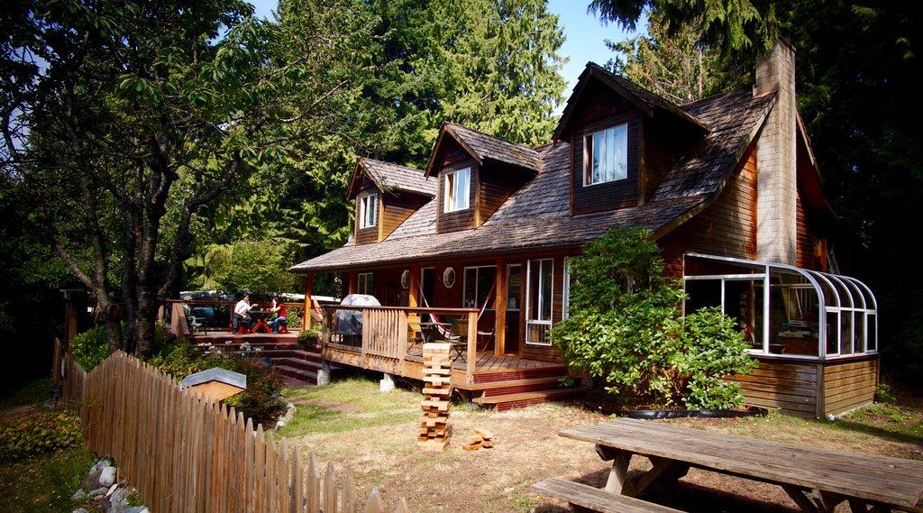 Up The Creek Backpacker's Lodge
