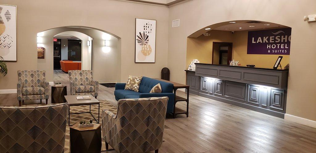 Lakeshore Hotel & Suites