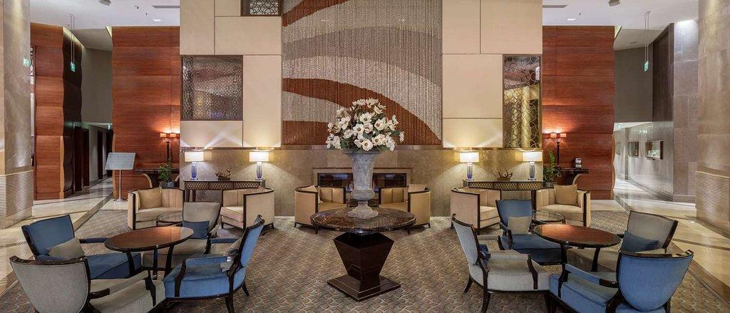 โรงแรมฮิลตันเบอซาคอนเวนชั่นเซนเตอร์แอนด์สปา