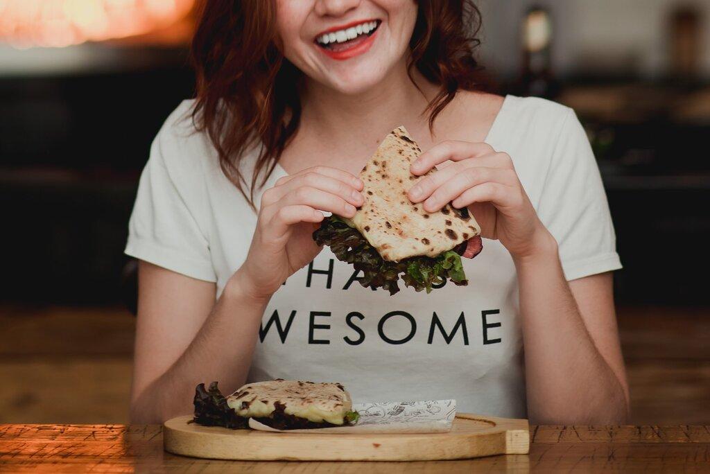 Feels good to be amazing! 😎💪 -  S A L A M I   $120  - Panino de salami calabrés, hojas de lechuga italiana/sangría, queso manchego y aderezo de Gorgonzola Dolce DOP
