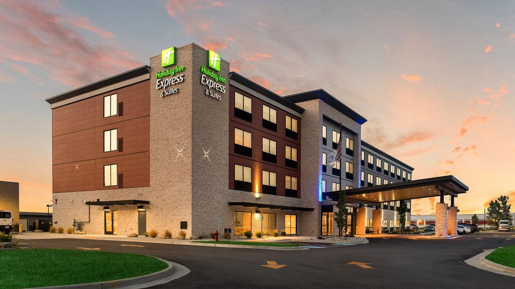 Holiday Inn Express & Suites Racine, an IHG hotel