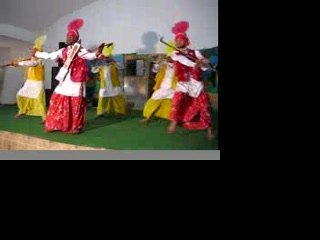 Пунджаб, Индия: 0345 Bhangra Dancers in Mallian