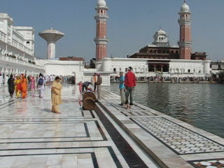 Amritsar, Inde : Live at the Golden Temple