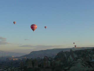 Göreme, Türkiye: 04a - Other balloons, panning around (27s, 2MB)