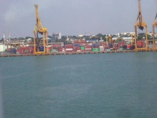 Colombo, Sri Lanka : Coming in to port