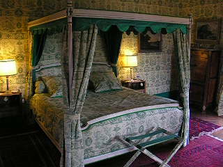 Chateau de La Barre four poster Green bedroom