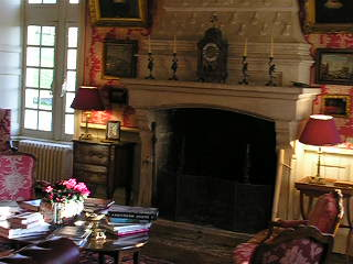 Chateau de La Barre : elegant drawing room