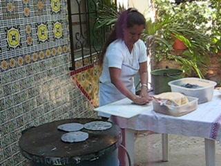 Studios Tabachin del Puerto : Blue corn tortillas being made at Tabachin