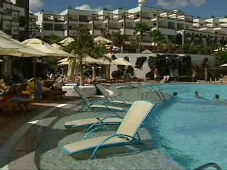 Princesa Yaiza Suite Hotel Resort: Thomson.co.uk video of the Princesa Yaiza in Playa Blanca, Lanzarote
