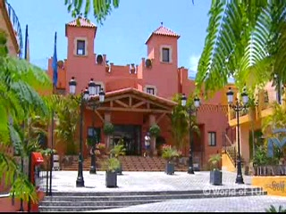 Thomson.co.uk video of the Villa Mandi in Los Cristianos, Tenerife