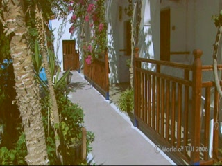 Thomson.co.uk video of the Estia in Kamari, Santorini