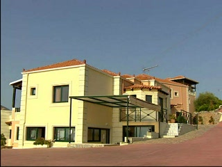Chorafakia, Yunani: Thomson.co.uk video of the Aloni Apartments - No. 1 in Akrotiri, Crete